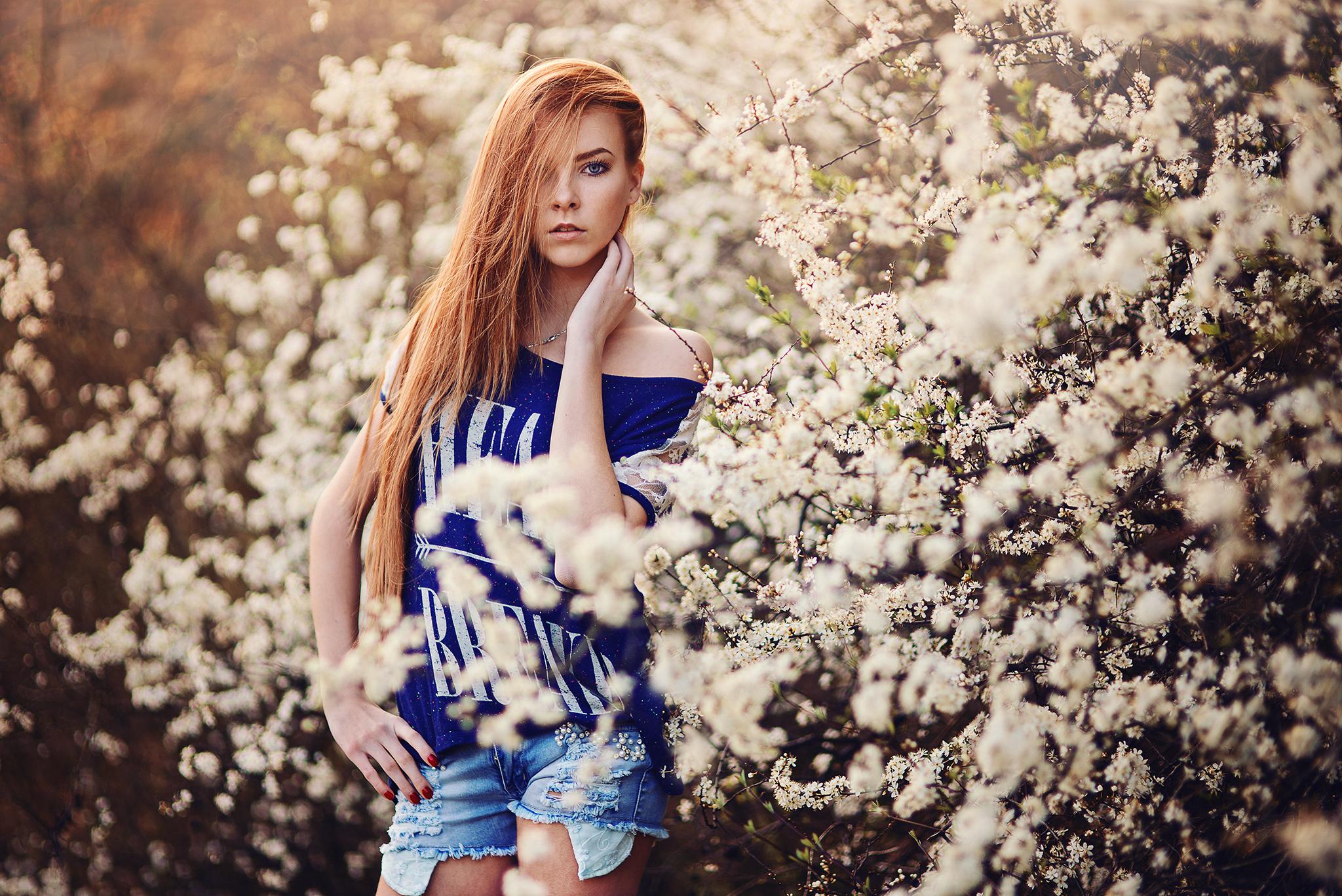 západ slnka, sunset, ryšavé dievča, krásna, jar, kvety, spring