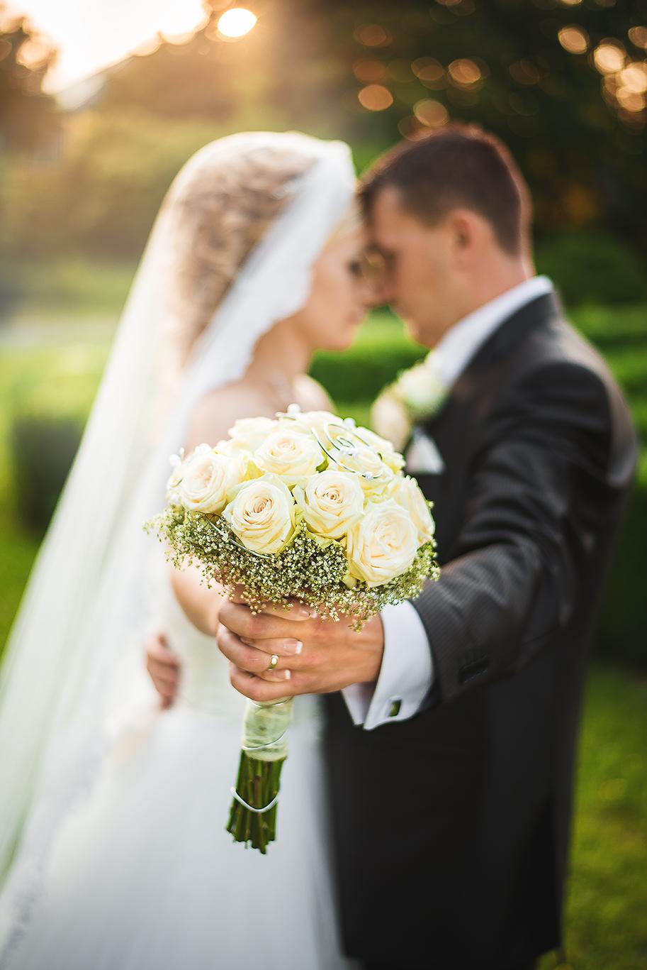 nevesta, ženích, oblek, šaty, kytica, závoj, láska, príroda, park, love, wedding dress, Bratislava, Trenčín, Žilina, Liptov, fotograf, kameraman, svadobné video, západ slnka, sunset, romantika