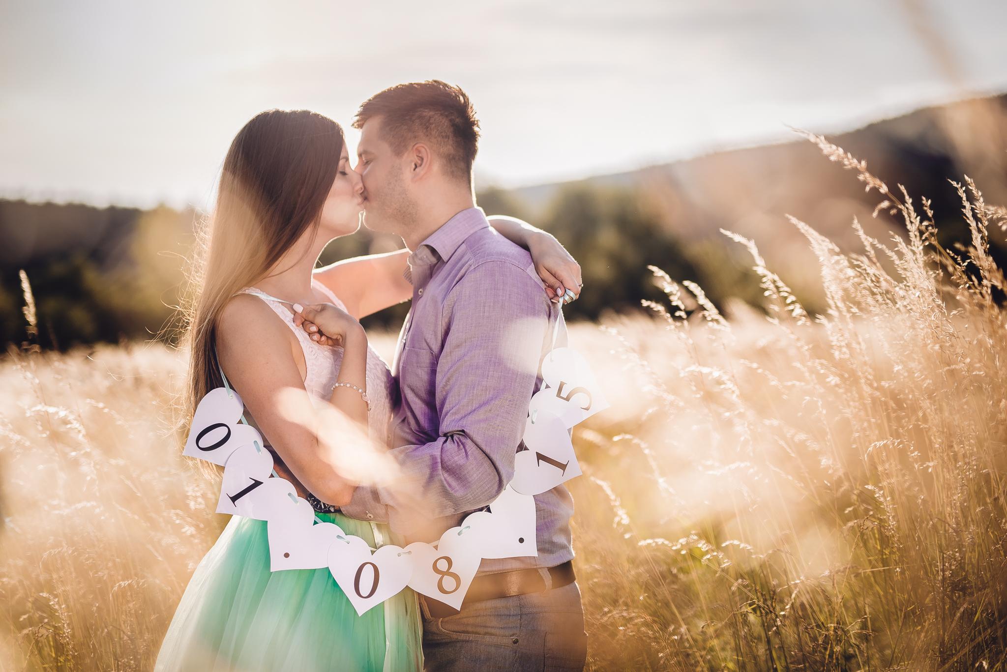 láska, príroda, love, srdiečka, dátum, pole, klasy, obilie, protisvetlo, romantika, zamilovaný pár, bozk, kiss
