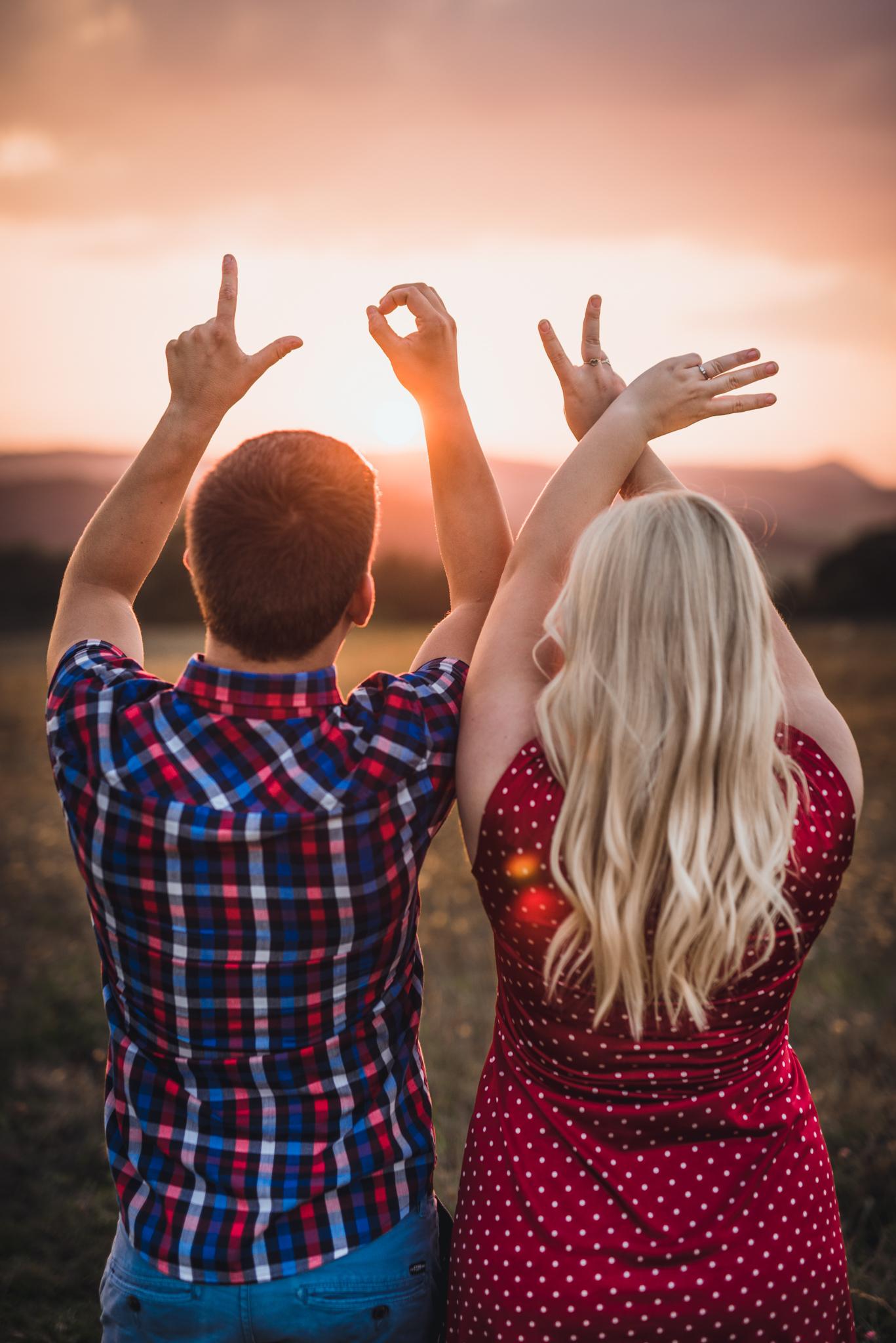 pár, láska, západ slnka, love, ruky, romantika, Bratislava