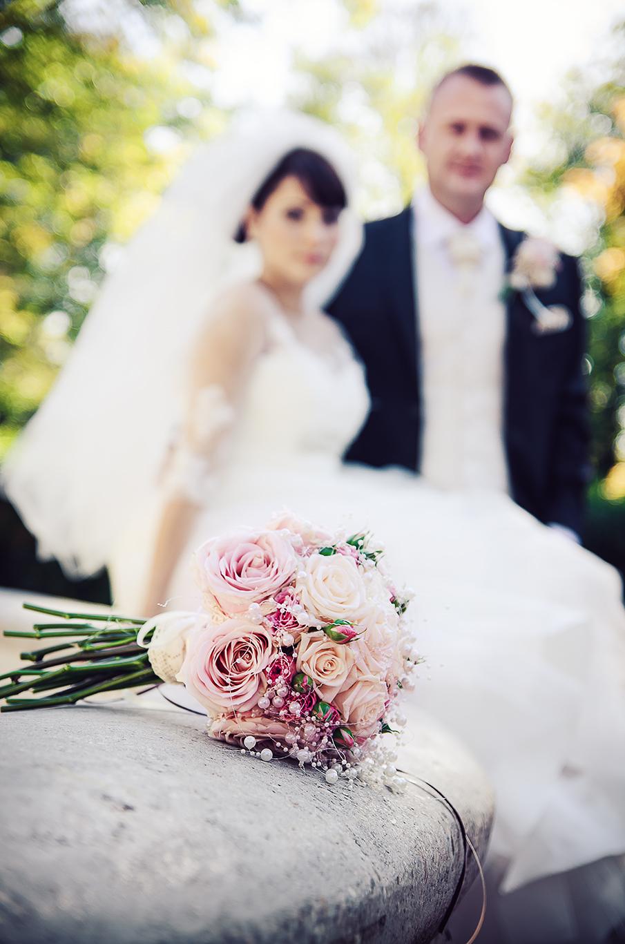 nevesta, ženích, oblek, šaty, kytica, závoj, láska, príroda, fontána, park, love, wedding dress, Bratislava, Trenčín, Žilina, Liptov, fotograf, kameraman, svadobné video, romantika