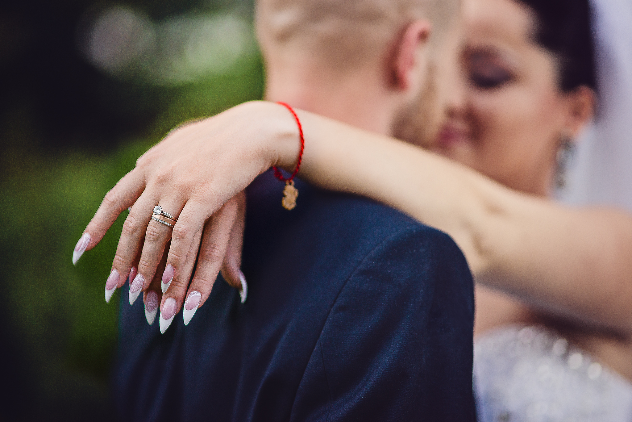 nevesta, ženích, láska, obrúčka, objatie príroda, love, rings, prstienky, snubný prsteň, wedding dress, Bratislava, Trenčín, Žilina, Liptov, fotograf, kameraman, svadobné video, romantika, úsmev, smile