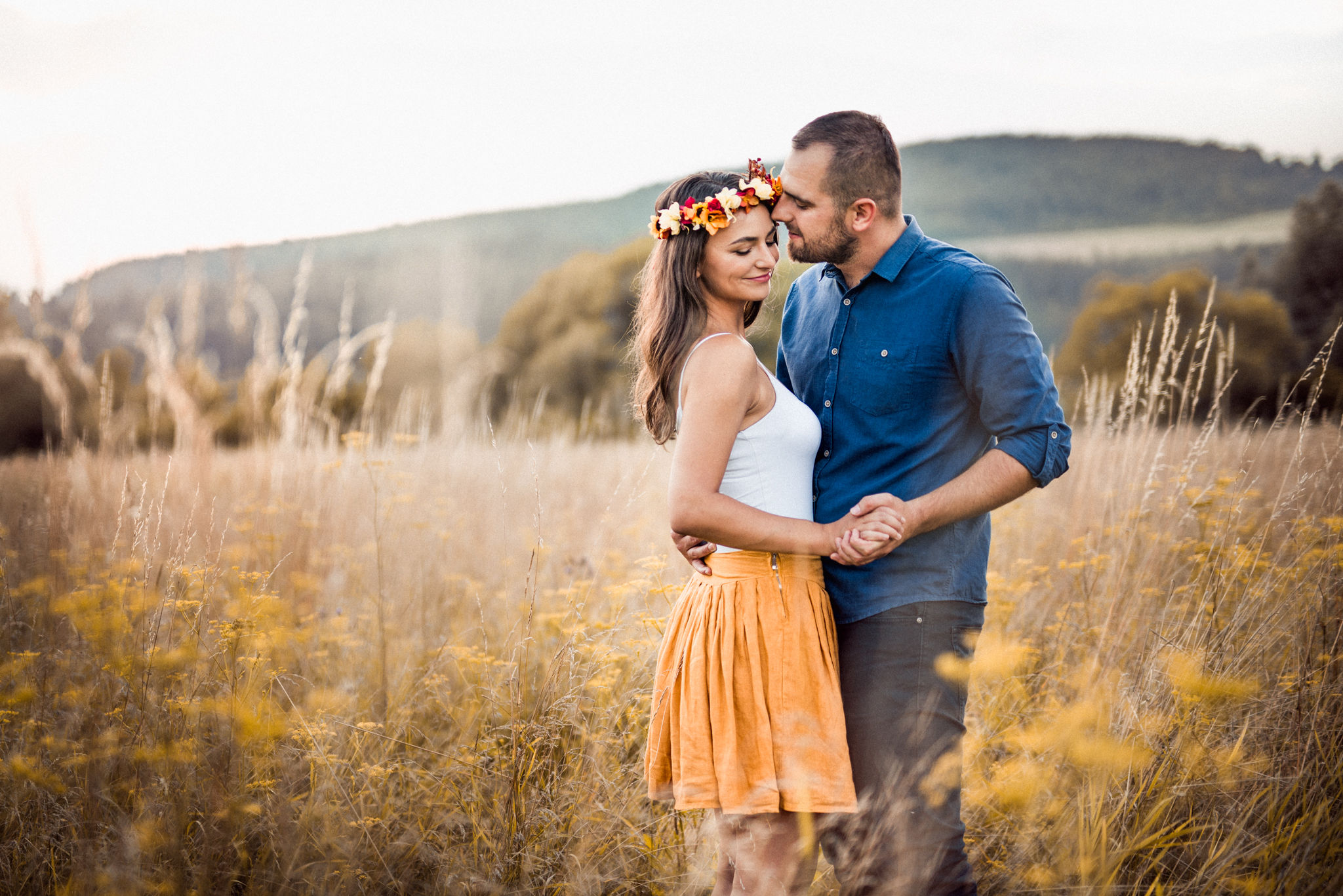 lúka, príroda, čelenka, kvety, pár, láska, romantika, úsmev, Žilina