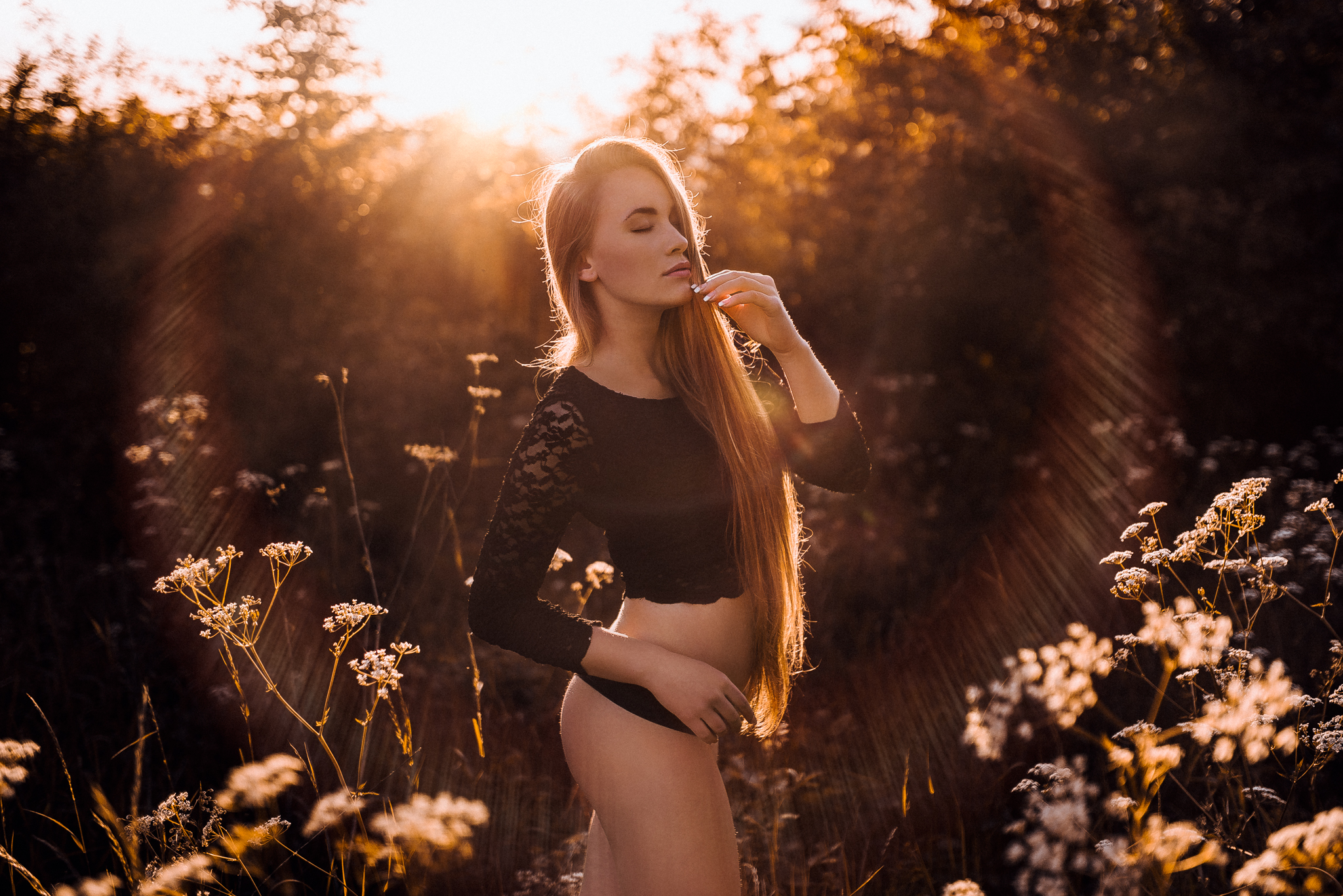 sunset, západ slnka, dievča, girl, art, emotion, feel, hair, glamour, body, sexy, nature, summer, hot, redhead, freckles, spring, gentle, fine, spontaneous, long hair, lens flare, natural light, nature