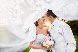 láska, smiech, radosť, šťastie, úsmev, svadobná kytica, závoj, Žilina, nevesta, ženích