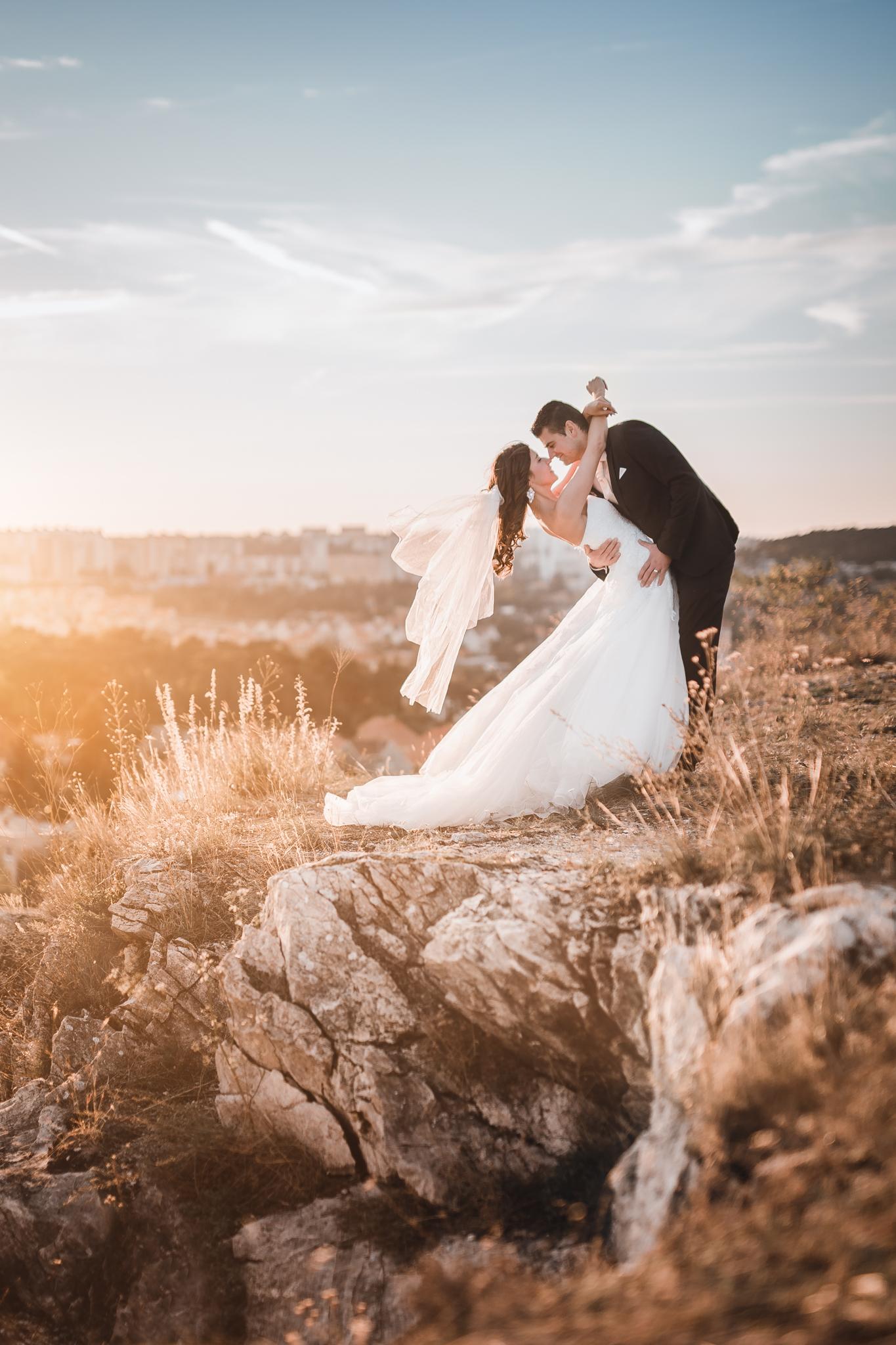 Nitra, západ slnka, kalvária, skaly, výhľad, vietor, romantika, nevesta, ženích, svadobné šaty, závoj, láska