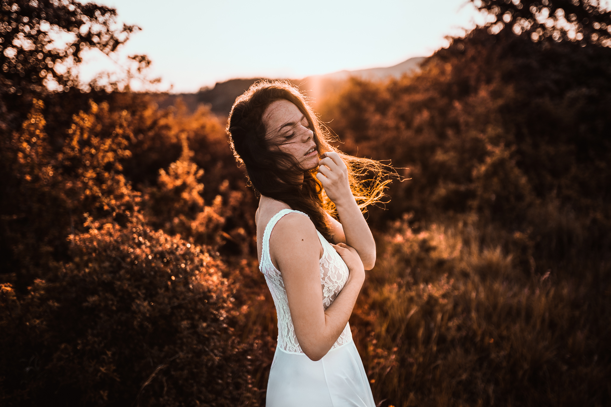 sunset, západ slnka, dievča, girl, art, emotion, feel, hair, glamour, body, sexy, nature, summer, hot, redhead, freckles, spring, gentle, fine