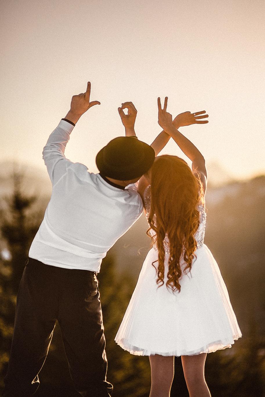 ryšavá nevesta, ženích, oblek, klobúk, šaty, láska, príroda, hory, love, wedding dress, Bratislava, Trenčín, Žilina, Liptov, fotograf, kameraman, svadobné video, západ slnka, sunset, romantika, bozk, pusa, kiss