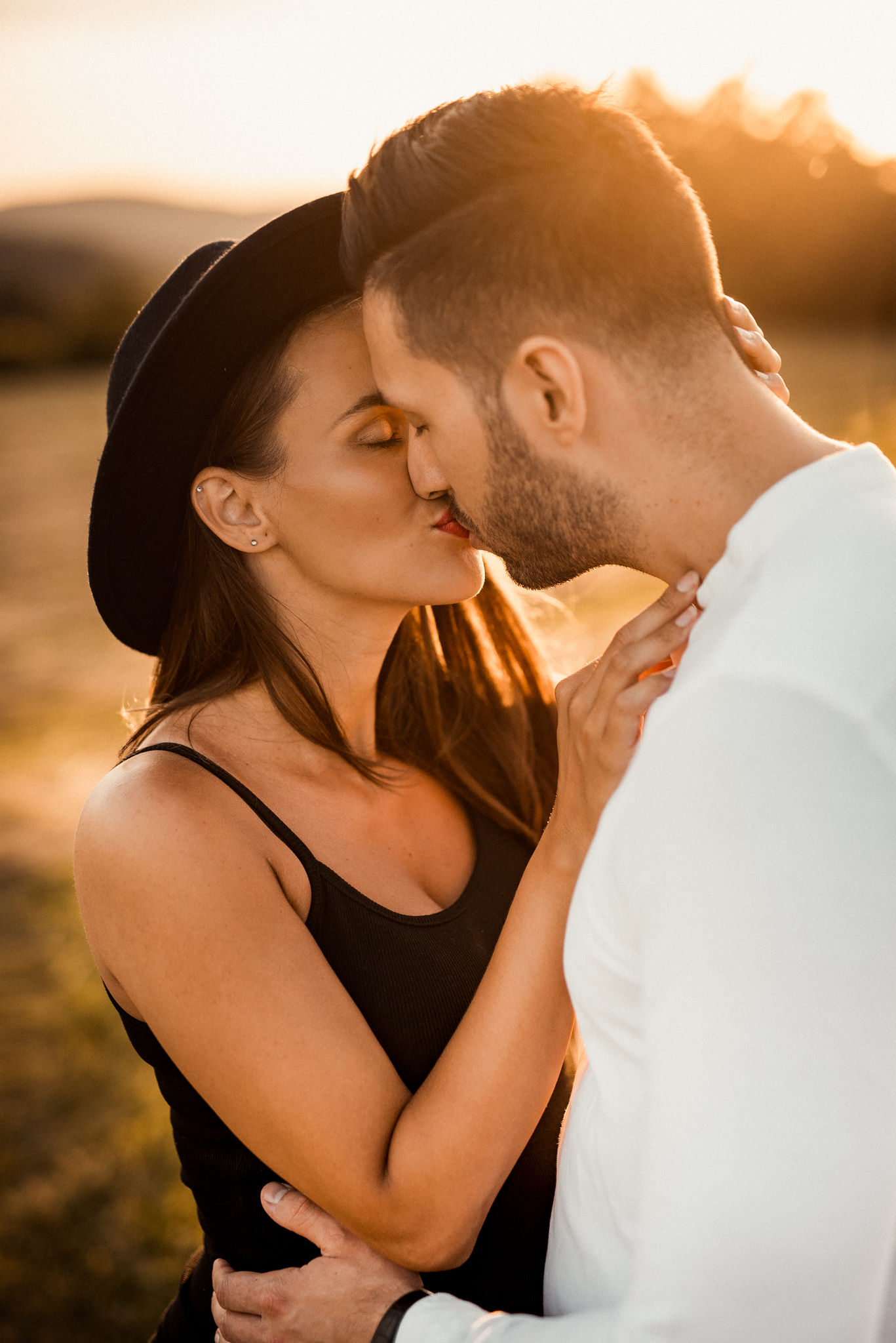 rande, mladý zamilovaný pár, láska, bozk, západ slnka, romantika, krásna foto, príroda, portrét, Považská Bystrica, Žilina